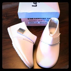Other - White leather shoes size toddler 4